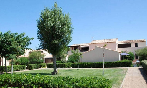 Les carrés d'herbe d'Aphrodite Village Naturiste - © Locations-Leucate.com