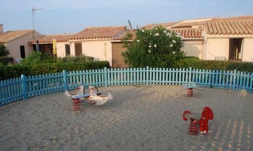 Les jeux d'enfants d'Aphrodite Village Naturiste - © Locations-Leucate.com