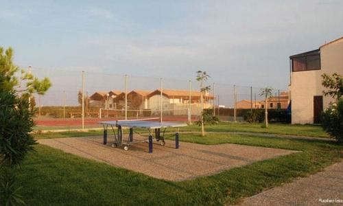 Les tables de ping-pong d'Aphrodite Village Naturiste - © Locations-Leucate.com