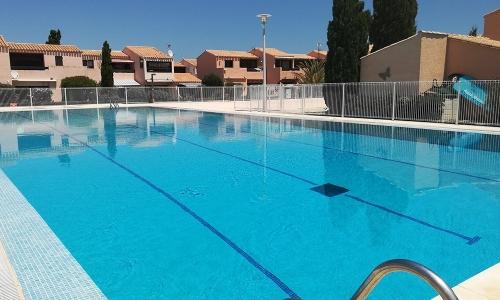 La grande piscine d'Aphrodite Village Naturiste - © Locations-Leucate.com