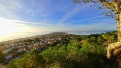 Vue panoramique de Leucate entre mer, étang et Canigou © Locations-leucate.com