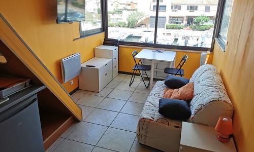 Aménagement du séjour 924 à Aphrodite Village Naturiste - © Locations-Leucate.com